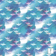 A estampa Tsuru, de autoria de Camila Coelho, está disponível em qualquer uma das nossas opções de tecido.  Acesse: www.panolatras.com.br