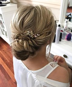 Textured updo, updo wedding hairstyles,updo hairstyles,messy updos ,bridal hairstyles #weddinghair #wedding #hairstyles #updowedding #weddinghairstyles
