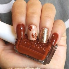 15 Thanksgiving Nail Designs That& Steal Attention From the Turkey Glitzy Fall Leaves via Fabrizio Mani.acbestproductscom The post 15 Thanksgiving Nail Designs That& Steal Attention From the Turkey & Beauty appeared first on Fall nails . Fall Gel Nails, Cute Nails For Fall, Fall Acrylic Nails, Autumn Nails, My Nails, Glitter Nails, Fall Nail Art Autumn, Metallic Nails, Nail Art For Fall