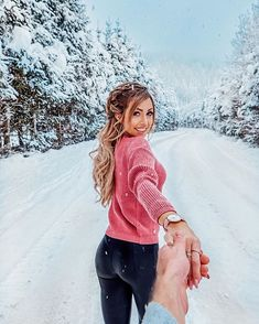 💓💓💓😌 I have something special for you guys 😌🙌🏻 with the code : CLUSEGIFT you will get a strap for free on top to your order 👌🏼 Stylish Winter Outfits, Warm Outfits, Winter Photography, Couple Photography, Winter Instagram, Pic Pose, Wedding Highlights, Cute Poses, Foto Instagram