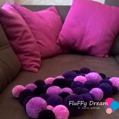 Carpet Runner Rods For Stairs Diy Carpet, Modern Carpet, Rugs On Carpet, Bunting, Fun Crafts, Diy And Crafts, Creative Birthday Gifts, Wool Dolls, Pom Pom Rug