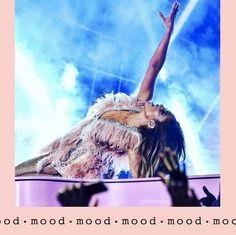 Jennifer Lopez, 50 ans aujourd'hui. ☀️👊 mood JLo Marie Claire, Mood, Jennifer Lopez, Concert, Instagram, Movies, Movie Posters, Films, Jenifer Lopes
