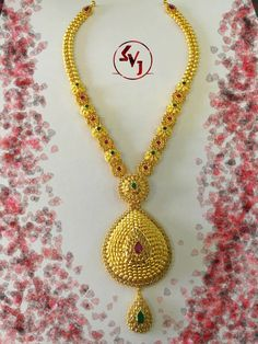 bridal jewelry for the radiant bride Gold Earrings Designs, Gold Jewellery Design, Necklace Designs, Gold Designs, Diamond Jewellery, Gold Necklace Simple, Gold Jewelry Simple, Jewelry Model, Jewelry Sets