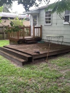 This amazing low deck is truly an extraordinary design principle. Low Deck, Relaxing Places, Diy Home Repair, Diy Garden Projects, Back Patio, Deck Design, Container Gardening, Flower Pots, Yard