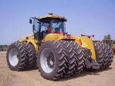 CAT Challenger ..now this tractor was built for business!!
