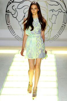 Versace Spring 2012 Ready-to-Wear Fashion Show - Zuzanna Bijoch