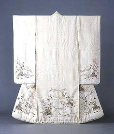 The Beauty of Japanese Embroidery - Embroidery Patterns Motif Kimono, Kimono Design, Kimono Pattern, Silk Kimono, Sashiko Embroidery, Japanese Embroidery, Embroidery Ideas, Kimono Japan, Japanese Kimono