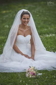 Bea és Balázs képei - Esküvői fotós, Esküvői fotózás, fotobese Wedding Dresses, Fashion, Bebe, Bride Dresses, Moda, Bridal Gowns, Fashion Styles, Weeding Dresses, Wedding Dressses