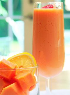 Papaya Smoothie: 2 c. fresh papaya, 1 c. fresh or frozen pineapple, 1 lime, ice, a cup of yogurt Cantaloupe Smoothie, Cantaloupe Recipes, Orange Smoothie, Radish Recipes, Papaya Juice, Lime Juice, Orange Juice, Healthy Drinks, Healthy Recipes