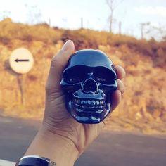 Uma de nossas caveiras da coleção metálica dando rolê! 💀🌐🌎 #skull #instaskull…