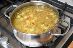 Rice and spring vegetables stewed - Healthy Food Mom Dutch Recipes, Easy Soup Recipes, Light Recipes, Gourmet Recipes, Healthy Recipes, Healthy Breakfast Recipes, Quick And Easy Soup, Good Food, Yummy Food