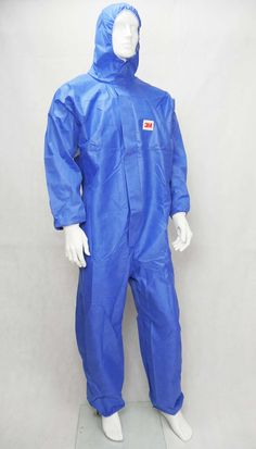 This breathable protective suit offers high wearing comfort with convincing protection. Wherever work has to be carried out at high temperatures, this protective suit can be ideally used in combination with the Temp Dex heat protection gloves. Healthcare Uniforms, Medical Uniforms, Corporate Wear, Suit Pattern, Uniform Design, Hazmat Suit, Lab Coats, Rain Jacket, Couture