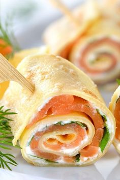 Simple salmon crêpe rolls with crème fraîche & cream cheese- Einfache Lachs-Crêpe-Röllchen mit Crème fraîche & Frischkäse Simple salmon crêpe rolls with crème fraîche - Finger Food Appetizers, Appetizers For Party, Finger Foods, Appetizer Recipes, Snack Recipes, Pancake Recipes, Vegetarian Recipes, Creme Fraiche, Grilling Recipes