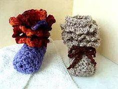 Knitting Patterns Booties Crochet Ruffled CUFF Baby Booties, how to, baby booties pattern Crochet Baby Boots Pattern, Crochet Ruffle, Baby Shoes Pattern, Crochet Baby Booties, Knitting Patterns, Crochet Patterns, Crochet Videos, Crochet For Kids, Baby Knitting