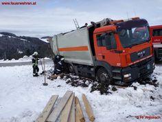 #Feuerwehr Weistrach: Müllwagen abgerutscht und stecken geblieben #firefighters