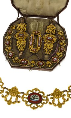 Micro mosaic and gold parure, 19th century, comprising two bracelets, a necklace and a buckle