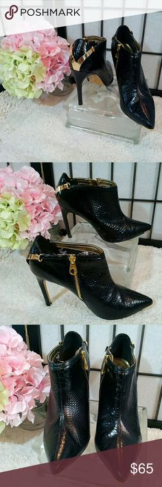 "Ted Baker snakeskin booties OMG gorgeous snakeskin embossed back leather with lots of gold trim; bold gold zipper on the side; gold V design on the heel; gold cap at the toe; signature bulldog pattern inside; 4"" heel; Ted Baker London; size 39.5; very good condition  (T-27) Ted Baker London Shoes Ankle Boots & Booties"
