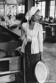 Indonesia, 1957. Marc Riboud.