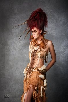 Tenue parfaite pour costume de déguisement ou tribal fusion danse de couleur camel pour la jupe longue. Une sur-jupe met en valeur la taille grâce à sa fourrure et ses perles en - 17573966