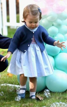 Prince George and Princess Charlotte of Cambridge carried out their first official joint engagement at a children's party for Military families during the Royal Tour of Canada on September 2016 in Carcross, Canada Royal Princess, Prince And Princess, Little Princess, Lady Diana, Princesa Kate, George Of Cambridge, Duchess Of Cambridge, Elizabeth Ii, Prince William Family
