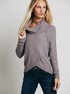Cute slouchy long sleeve to keep you warm in the winters. pair it with skinny jeans, tall socks, and boots for a casual day look.