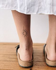 Hand poked sun and moon tattoo. Hand poked sun and moon tattoo.,Tattoos Hand poked sun and moon tattoo. Elegant Tattoos, Unique Tattoos, Beautiful Tattoos, Small Tattoos, Tiny Tattoo, Awesome Tattoos, Pretty Tattoos, Symbolic Tattoos, Sun Tattoo Small