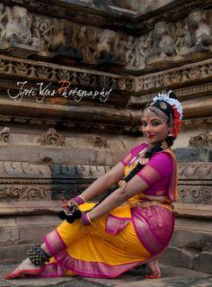 Ms Abhinaya Nagajothy, a renowned #Kuchipudi dancer & faculty of Sharda #University, performed at #Khajuraho festival on 21 Feb, 2014.