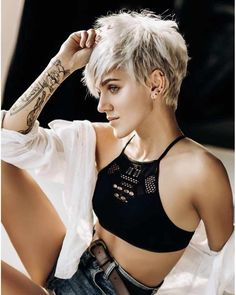 Best Short Layered Pixie Cut Ideas 2019 - The UnderCut Best Short Layered Pixie Cut Ideas In every period of rapidly changing hair trends, short pixie cuts can be an excellent experience Latest Short Hairstyles, Short Pixie Haircuts, Hairstyles Haircuts, Short Hair Cuts, Short Hair Styles, Punk Pixie Haircut, Pixie Haircut Styles, Haircut Short, Hairstyles Pictures