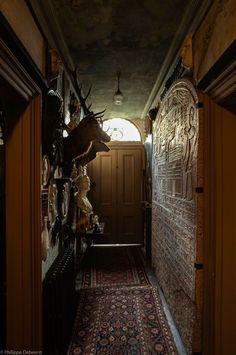London Mansion hallway