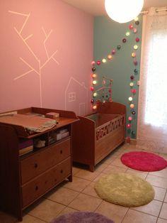 Déco de chambre de Lilou avec masking tape, guirlande de la case du cousin Paul et accessoires thème jolis pas beaux de moulin roty.