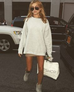 """Street style ✖️ #haileybaldwin #ootd #outfit #fashion #inspo"""