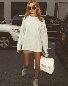 """Street style ✖️ #haileybaldwin #ootd #outfit #fashion #inspo"""