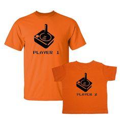 Wir passen! Retro Arcade Spieler 1/Spieler 2 zweiteilige Erw. / Kind passende T-Shirt Set ORANGE (Style VSET64BLK)