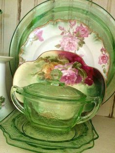 Green Depression Glass and Gorgeous Vintage China! Antique Dishes, Antique Glassware, Vintage Dishes, Vintage Pyrex, Vintage China, Vintage Green, Vintage Kitchenware, Antique Bottles, Vintage Bottles