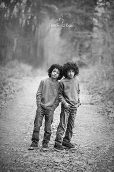 brothers brothers pose children photography