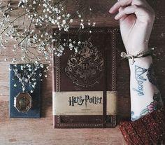 ⚡⚡⚡ So ein wunderschönes Notizbuch ⚡ ⚡⚡ #EMP #Empstyle #Harrypotter #Harry #Hermine #Ron #Hogwarts #Notizbuch #Slytherin #Hufflepuff #Ravenclaw #Griffendor