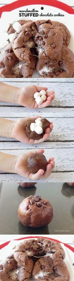 Schokoladenkekse mit Marshmallows begeistern nicht nur kleine Schokofans.
