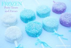 Disney FROZEN Sparkling OREO Pops Recipe - - Sparkling OREO Pops are the perfect treats for your Disney Frozen birthday party. They are very easy to make with this step-by-step tutorial. Disney Frozen Party, Frozen Birthday Party, Frozen Party Food, Frozen Theme Cake, Birthday Party Treats, Birthday Desserts, Frozen Cake Pops, Disney Frozen Cookies, Easy Frozen Cake