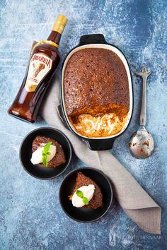 Malva Pudding - a traditional South African dessert recipe with Amarula - R N - African Food South African Desserts, South African Dishes, South African Recipes, South African Braai, Kos, Cheesecake Recipes, Dessert Recipes, Ma Baker, Malva Pudding