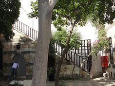 #magiaswiat #podróż #zwiedzanie #damaszek #blog #azja #saladyn #syria #mauzoleum #meczet #umajjadow #krysztalowy #azim #palac #bosra #palmyra #malouli #malula Palmyra, Malu, Syria, Stairs, Blog, Home Decor, Stairway, Decoration Home, Room Decor