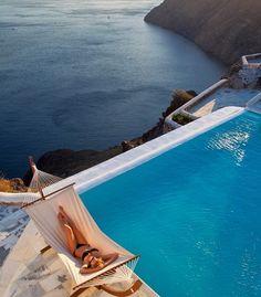 Siesta in Santorini