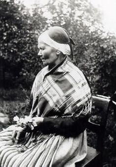 Halländsk woman in hat with connective piece, photo by Severin Nilsson from the late 1800s (Museum of Halmstad)