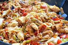 Fast Food Friday: Skinny Szechuan Chicken with Noodles Szechuan Chicken, Chicken Rice Noodles, Low Calorie Recipes, Healthy Recipes, Skinny Recipes, Stuffed Hot Peppers, So Little Time, Food Dishes, Food Recipes