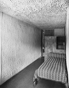 badarchitecturesucks: Sainte Marie de La Tourette - Corbu's cell