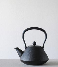 Iwate Tetsubin from Rikochou Ogasawara (Japanese cast iron tea kettle)