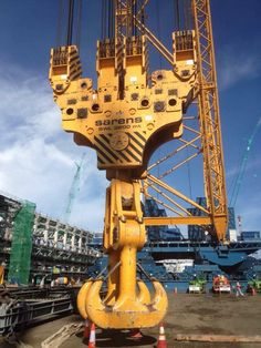 Heavy Construction Equipment, Heavy Equipment, Lego Crane, Electrical Lineman, Oil Rig Jobs, Crawler Crane, Oil Platform, Metal Workshop, Heavy And Light
