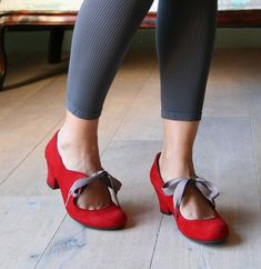 red and grey - mmmm. love the grey ribbons. always love red shoes.