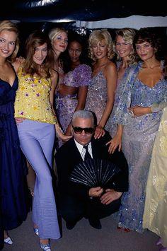1995 - Karl Lagerfeld for Chloe Backstage - Karl Lagerfeld with supermodels Karen Mulder, Carla Bruni, Nadja Auermann,Naomi Campbell, Linda Evangelista, Claudia Schiffer & Helena Christensen