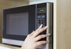 These items should never enter your microwave, from sponges, eggs, and baby formula. Remember that when used incorrectly, microwaves can be quite dangerous. Make Beauty, Beauty Care, Beauty Tips, Combination Microwave, Roasted Artichoke, Hard Wax Beans, Diy Wax, Four Micro Onde, Wax Hair Removal