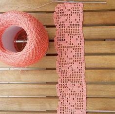 Easiest Crochet Frills Border Ever! Crochet Edging Patterns, Crochet Motifs, Crochet Borders, Crochet Doilies, Crochet Stitches, Filet Crochet, Crochet Simple, Love Crochet, Crochet Vintage